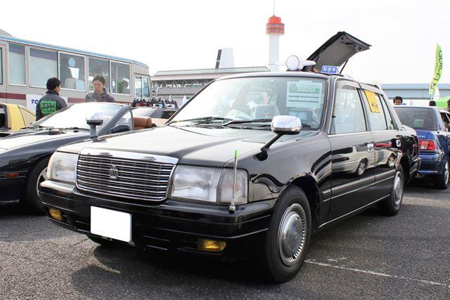 トヨタ「クラウンコンフォート ブライダル仕様車」