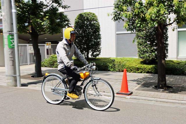 自転車っぽい見た目なのにエンジン音が響くので、「なんだ、あれは?」とちょっと注目される(笑)
