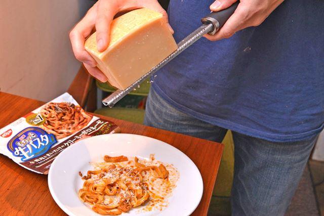 「もし家にチーズやパセリがあったら、別途でかけてみてください。すごくおいしくなりますよ!」と酒井さん