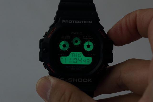 右上のボタンをプッシュすれば、ELバックライトが点灯する