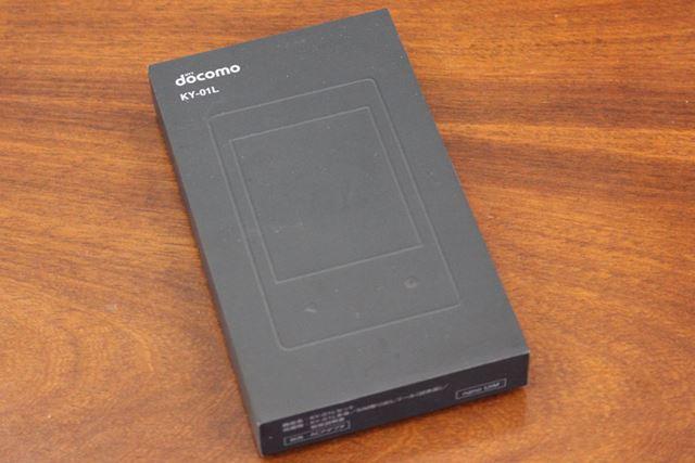 製品のパッケージも、電子ペーパーの質感とそろえられたマットな質感だ