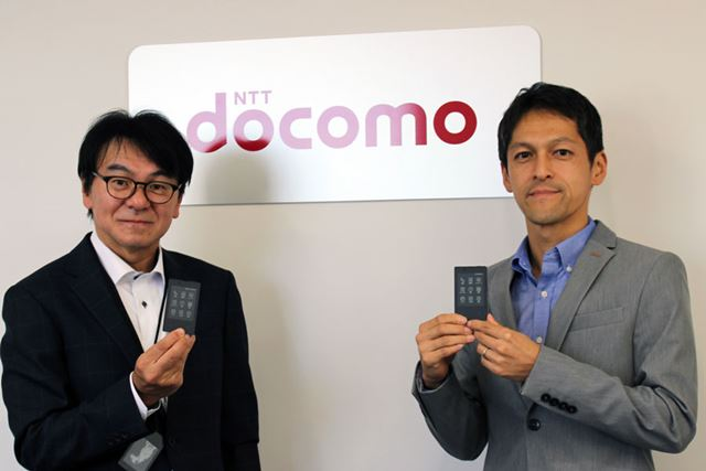 NTTドコモのプロダクト企画を担当している村上智彦氏(写真左)と、只松明洋氏にお話をうかがった。