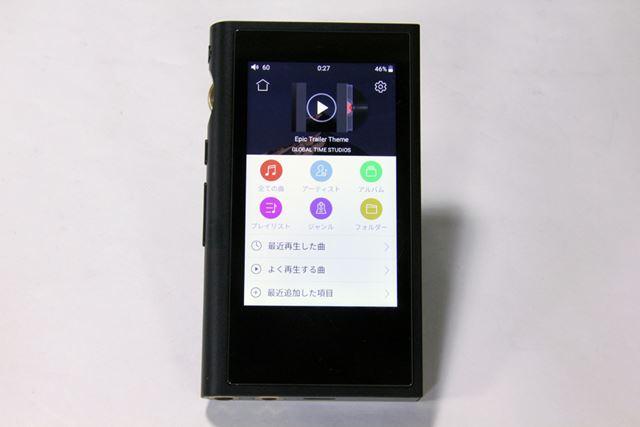 AndroidベースのオリジナルOSを採用。これまでのXシリーズとは異なるUIに仕上がっている