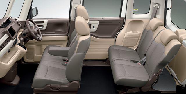 ホンダ「N-BOX」の後席は広く、座り心地はとても快適だ