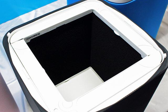 フィルターの内側にはニオイを除去するカーボン層が装備されています