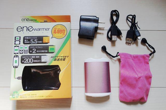 本体充電用のACアダプターに2種類のケーブルと、持ち運び用の巾着もセットです