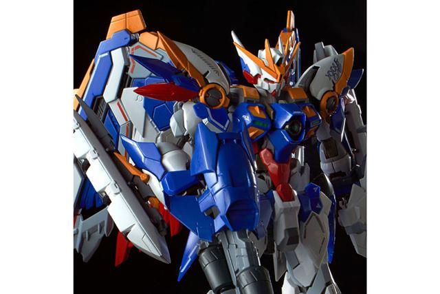 新解釈のデザインアレンジが、外装や翼をはじめ、全身に施されている