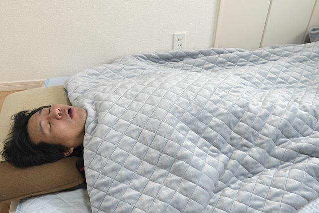 それでは「ウェイトブランケット」をかけて寝てみると……
