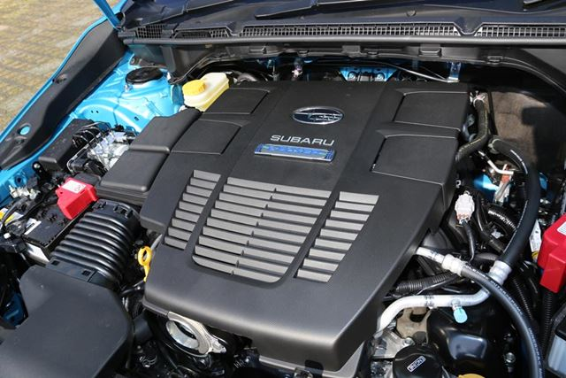 スバル「XV Advance」のエンジンルームには、「e-BOXER」のロゴが光る