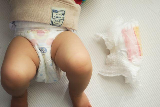 ゴミ箱の準備ができたので、さっそく我が子の使用済み紙おむつを捨ててみます