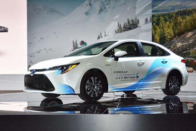 ロサンゼルス・オートショーで発表された、トヨタ 新型「カローラセダンHV(ハイブリッド)」