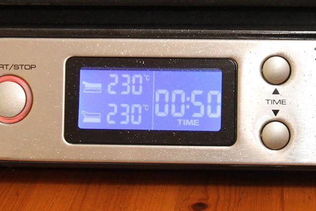 温度とタイマーを設定すれば、あとはマルチグリルBBQがイイ感じに肉を仕上げてくれるから楽チンなんです