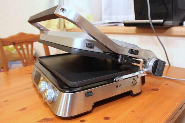というわけで、これがデロンギの「マルチグリル BBQ & コンタクトグリルプレート」