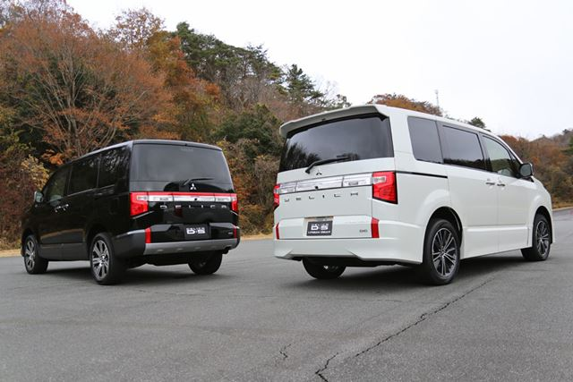 三菱 新型「デリカD:5」。左が標準ボディで、右がURBAN GEAR