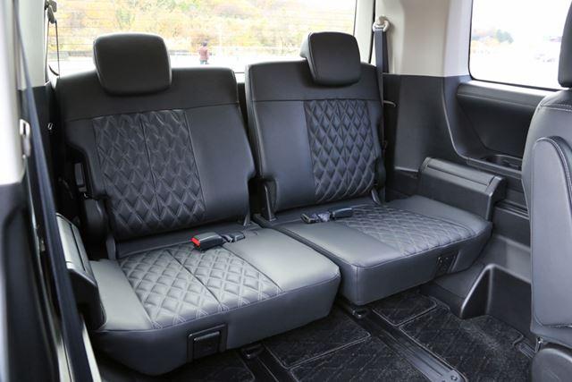 三菱 新型「デリカD:5」(URBAN GEAR)の3列目シートは広く、座り心地も快適だ