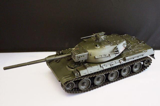 人生初の戦車プラモが完成。重厚感のある地色がカッコいいです