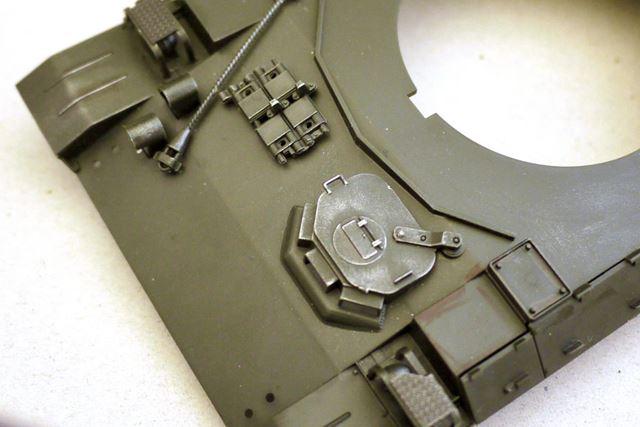 ハッチ部分の細かいパーツがCセットの「ガンメタル」でリアルな感じになりました