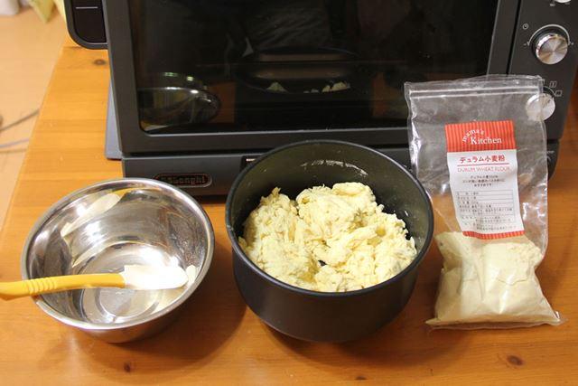 難易度「低」のイタリアパンは強力粉の代わりにデュラム小麦粉を使います。