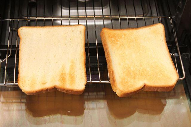 7分間焼いてこのくらいの焼き目。裏(左)の焼き目は薄いです