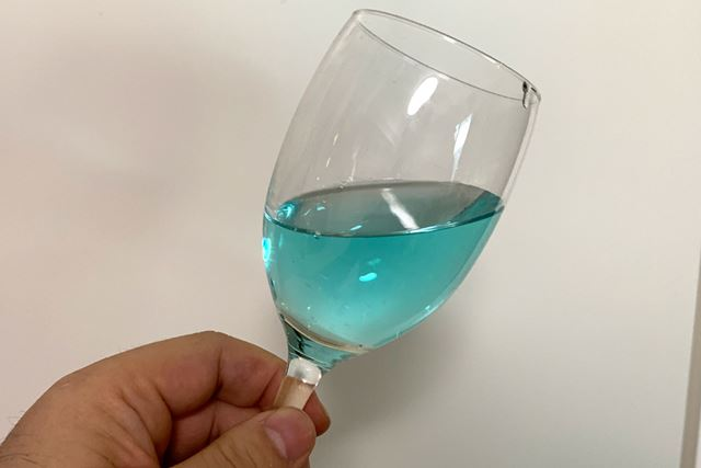 とても爽やかな色合いです。飲み物だったら青色でもおいしそうに感じるんですよね