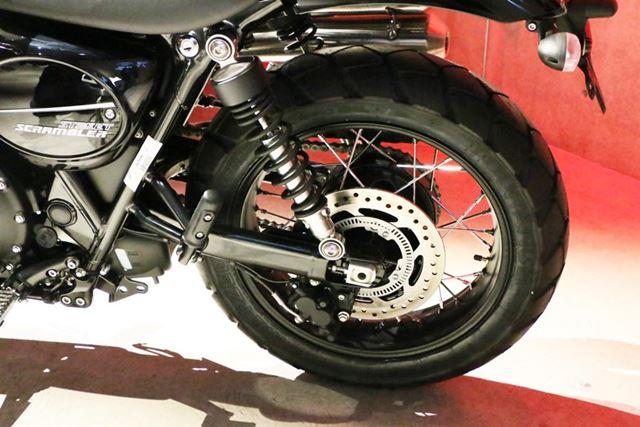 リアタイヤはストリートツインと同様の17インチ。タイヤサイズは150/70 R17と共通だ