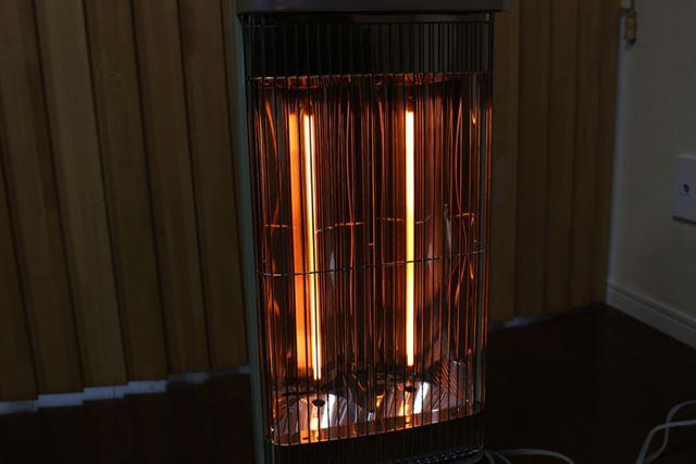 グラファイトヒーターは指向性が強いため、出力が1,000W時には約2.1m先まで暖かさが届けられるのだそう