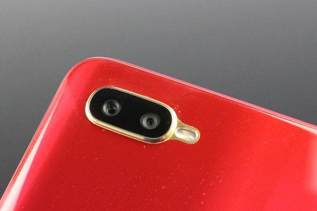 メインカメラはデュアルカメラ仕様。背景をぼかした撮影が行える