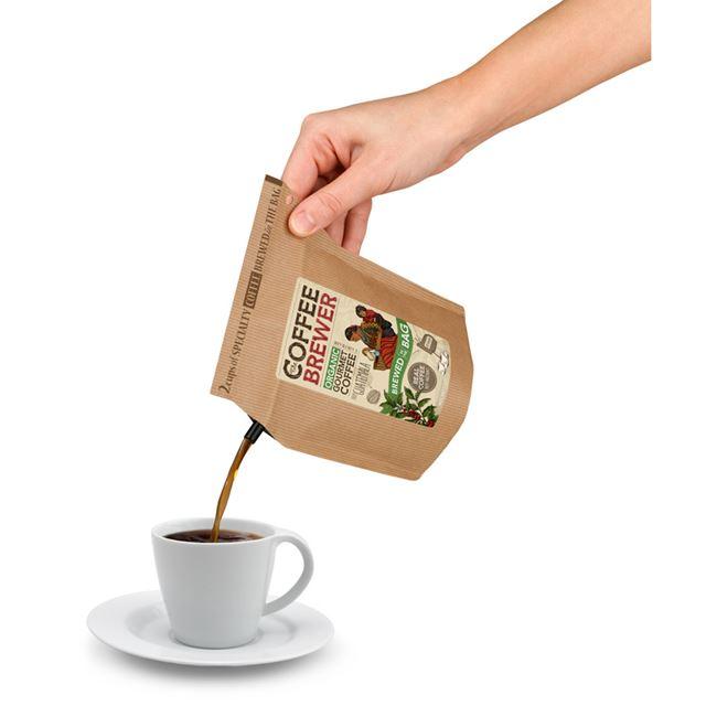 あとはカップに注ぐだけ。バッグは注ぎ口の反対側が広くなっており、持ちやすいのが特徴です