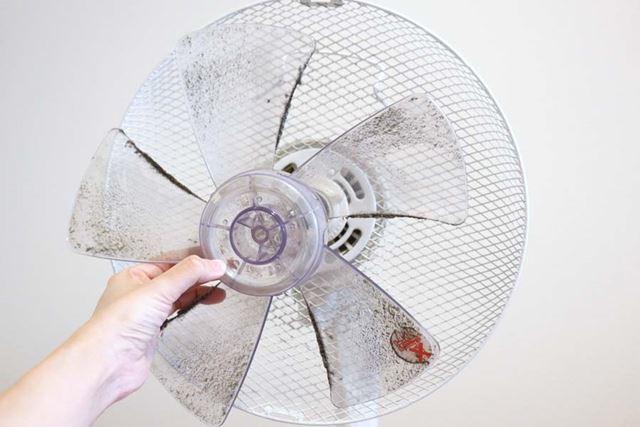 10年以上掃除をしていないというホコリまみれの扇風機がぴっかぴかに!