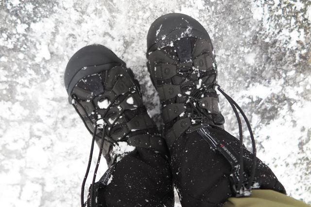 半透明に凍り付いた氷の上でもグリップ力は上々。正直なところ、これは想像以上だった