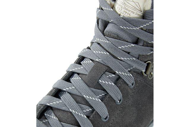 リサイクル素材を使用した靴ヒモを採用するなど、エコを徹底しているところも魅力のひとつ