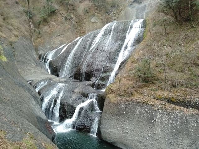 曇天で滝を撮影。自然光の下ではきれいな撮影が行える