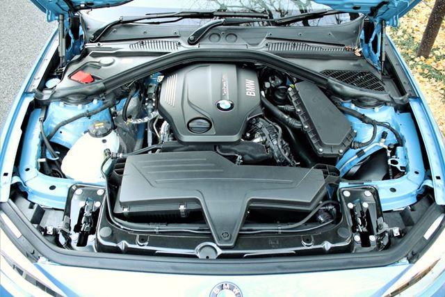 BMW「118d」のエンジンルーム。2リッター直列4気筒クリーンディーゼルエンジンが搭載されている