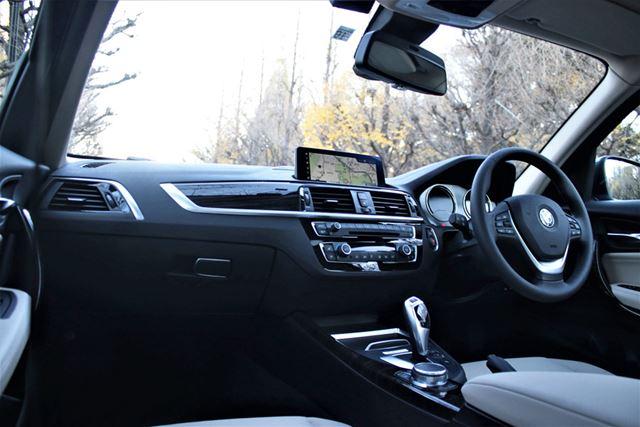BMW「118d」のインテリア。サイドブレーキこそ手動だが、基本レイアウトはほかのBMW車と変わらない