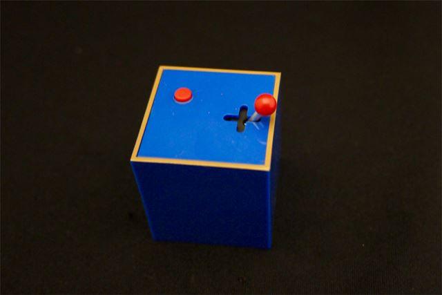 筐体のレバーは可動。ボタンも押すことができます