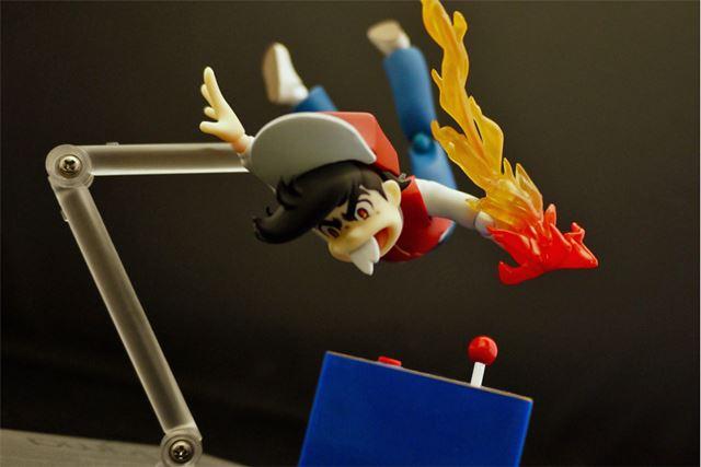 大きくジャンプして、逆立ち状態になり筐体へ!