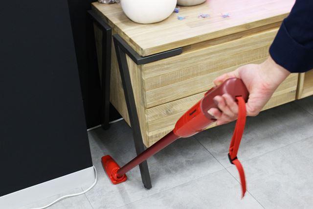 スリムなので、家具と家具の間の掃除もしやすい!