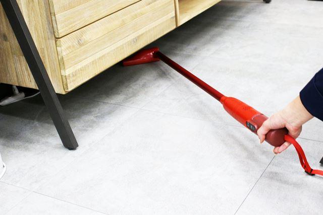 ノズルの高さもそれほどないため、家具などの下を掃除する際、奥まで入れられそうです