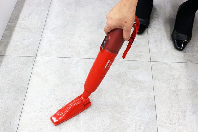 ちなみに、スティック掃除機スタイルで使ったノズルはハンディスタイルでも使用可能