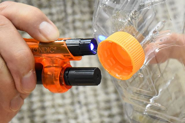 UVライトを4秒間照射すれと、しっかりと接着完了