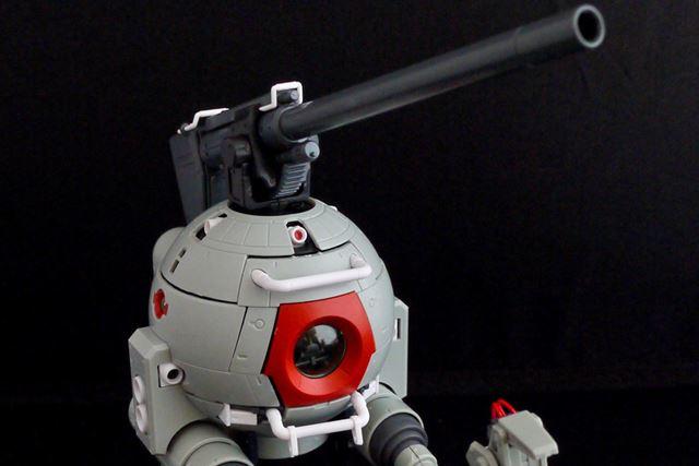 本体上部の180mm砲台も左右、上下に可動します。こう見るとボールも格好いいなと思いませんか?