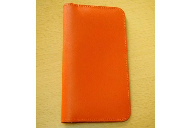 モテモテCaseの手帳型ケースは手帳や本のカバーにそっくりです