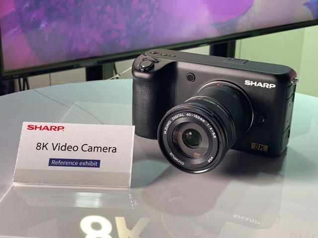 現状はREDなどの大型プロ用カメラでしか撮影できない8K映像が撮れる小型のカメラのモックアップ