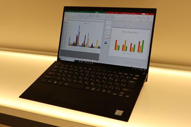 14型ディスプレイを搭載しながら、重量は約999g(最軽量構成時)の軽さを実現。写真は4Kモデル