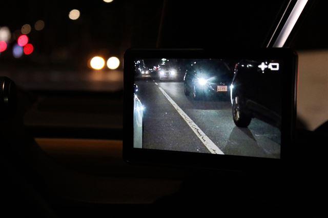 夜間時に明るくて見やすいというのは、デジタルアウターミラーのメリットのひとつだ