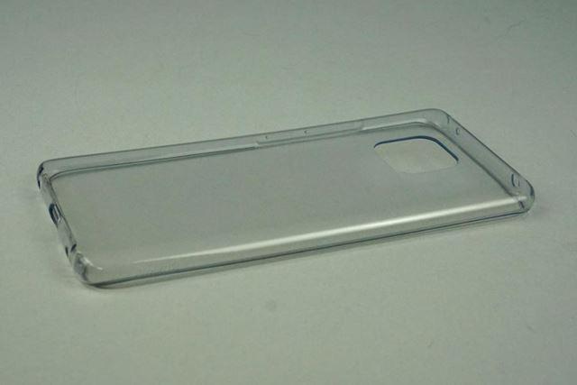 製品パッケージには透明の樹脂製カバーが同梱されている