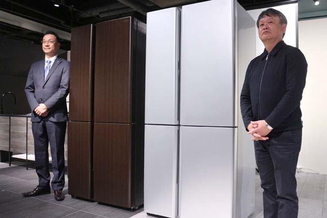 「TZシリーズ」のデザインを手がけた深澤直人氏(右)と、アクアジャパン代表の吉田庸樹氏(左)