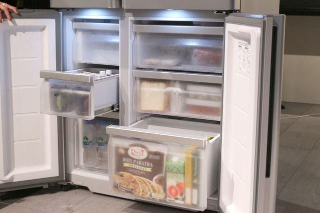 冷凍室にも2つのLEDを搭載