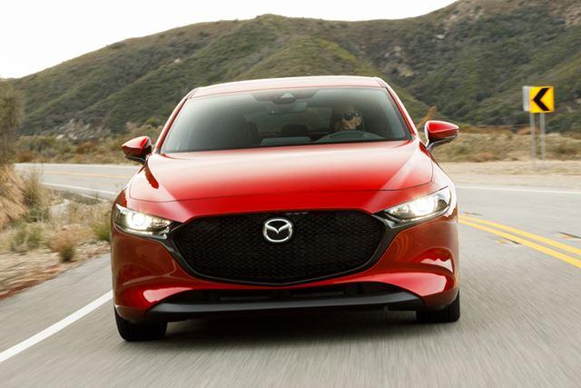 2.0L マイルドハイブリッドエンジンは、高速道路など高いスピード域での加速にはもの足りなさを感じる