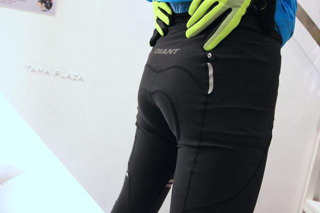 サイクル用タイツは、お尻にパッドが入っているのが特徴。写真は「PODIUM THERMAL TIGHTS」(11,000円)